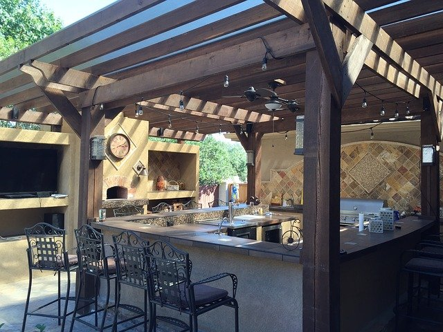 3 Things You Should Know Before Building Your Custom Outdoor Kitchen